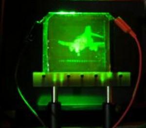 Imagen holográfica de un F-2 Pantom Jet, actualizable, creada en un polímero fotorefractario.