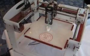 Oreja impresa con silicio en una bio-impresora.
