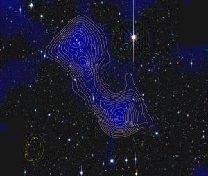 Los filamentos de materia oscura, tales como el que une los grupos de galaxias Abell 222 y Abell 223, pueden contener más de la mitad de toda la materia en el universo. (Crédito: Jörg Dietrich, University of Michigan/University Observatory Munich)