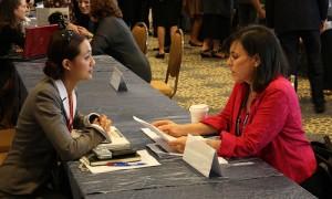 Barbara Weisel, jefa del equipo negociador de los Estados Unidos, habla con inversionista en el TPP Stakeholder Engagment, San Diego, California. (crédito: Office of the United States Trade Representative)