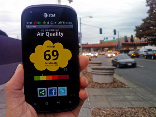 Los sensores de CitiSense transmiten su lectura de calidad del aire hacia los smartphones. (Crédito: Jacobs School of Engineering – UC San Diego)
