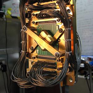El chip en el centro de una computadora D-Wave. (crédito: D-Wave)