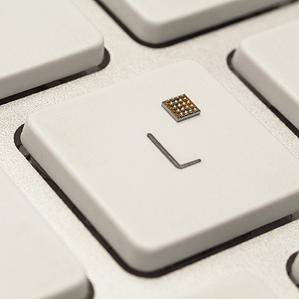 El diminuto microcontrolador KL02, fabricado por Freescale, fue creado para el desarrollo de computadoras inalámbricas deglutibles, y contiene en su interior un procesador de uso eficiente de energía, memoria y RAM. (Crédito: Freescale)