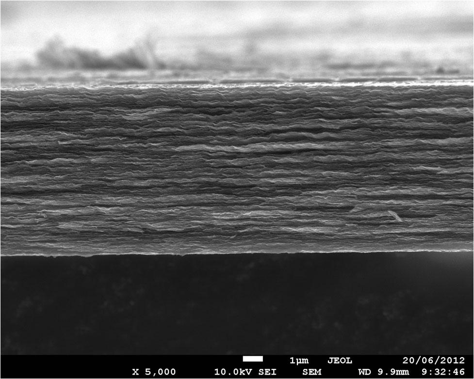Imagen SEM de película híbrida líquida de grafeno/iónico (crédito: Yufei Wang)