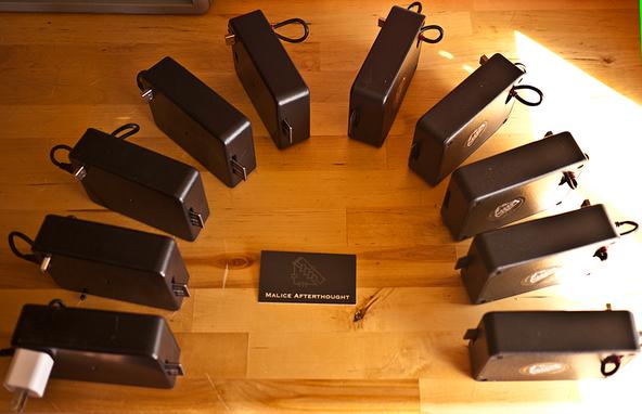 Con algunas cajas de plástico y sensores decentes, lo que incluye adaptadores Wi-Fi y un concentrador USB, Brendan O'Connor, investigador de seguridad, pudo vigilar todo el tráfico inalámbrico emitido cerca de sus dispositivos inalámbrico (crédito: Brendan O'Connor).