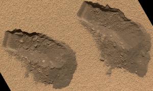 El conjunto de instrumentos del Análisis de Muestras en Marte encontró agua en el polvo fino del sitio donde se encuentra en Marte. (Esta foto de archivo muestra porciones extraídas por el Curiosity en octubre del 2012)  (Crédito: NASA/JPL-Caltech/MSSS)